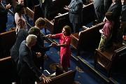 La Speaker de la Cámara de Representantes, Nancy Pelosi, D-Calif., es recibida por los miembros de la Cámara de Representantes luego de haber sido anunciada formalmente como la nueva Speaker cuando el 116 ° Congreso de los Estados Unidos se reúnió el jueves 3 de enero de 2019 en Washington, DC. Foto por: Matt McClain - The Washington Post