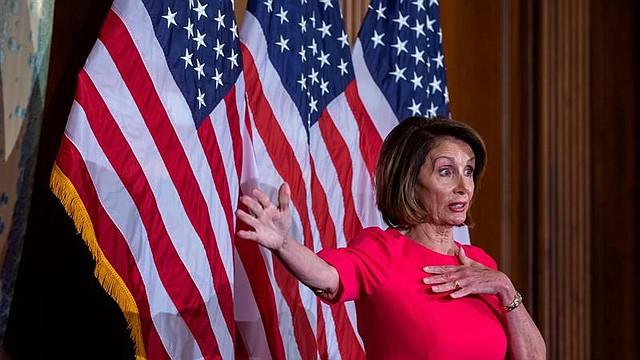 POLÍTICA. La presidenta demócrata de la Cámara de Representantes Nancy Pelosi durante la ceremonia de juramento en el primer día del 116º Congreso en el Capitolio de los Estados Unidos en Washington