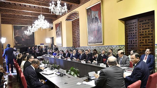 PERÚ. Fotografía cedida por el Ministerio de Relaciones Exteriores de Perú, que muestra a los ministros de Relaciones Exteriores y delegados del Grupo de Lima reunidos hoy en el Palacio de Torre Tagle, sede principal de la Cancillería, en la ciudad de Lima