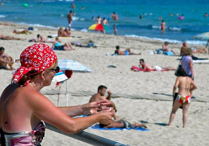 8 errores de estilo que nunca debes cometer en la playa