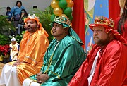 REYES. Voluntarios interpretaron a los tres Reyes Magos y llevaron alegría a los niños de Prince George's. | Tomás Guevara - ETL