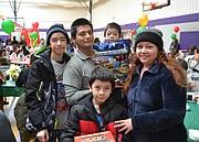 COMUNIDAD. Esta familia salvadoreña acudió a disfrutar de este evento que es una importante tradición latinoamericana. | Tomás Guevara - ETL