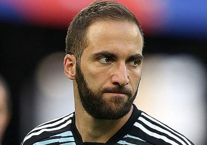 El argentino Gonzalo Higuaín a un paso de jugar en el fútbol inglés
