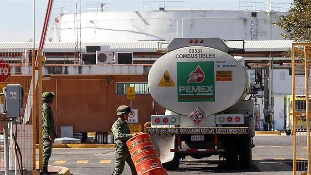 MÉXICO. Militares resguardan los centros de distribución de combustibles por el desabastecimiento en Guadalajara, estado de Jalisco