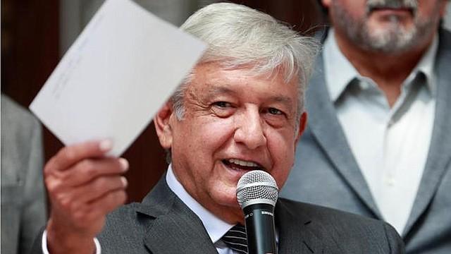 GASOLINA. López Obrador dijo que solo en un día se robaron 27 camiones de los mil que se robaban diariamente antes de que llegara a la presidencia.
