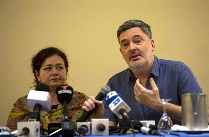 GIEI. Los integrantes del Grupo Interdisciplinario de Expertos Independientes Claudia Paz (i) y Pablo Parenti (d) en una conferencia de prensa