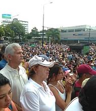 VENEZUELA. Venezolanos participan en cabildo para denunciar abusos del régimen de Maduro