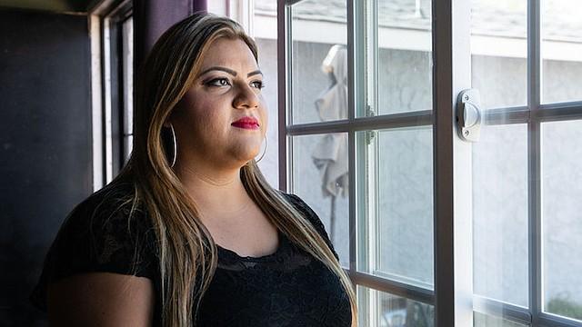 """Marcela Villa dijo que su supervisor la presionaba para que negara los reclamos de servicios médicos. """"Si se trataba de un caso de alto costo, intentaban negarlo"""", dijo. """"No puedes negar algo solo porque va a costar $20,000""""."""