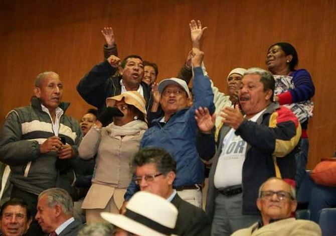 Gobierno de Ecuador se compromete a realizar el pago a maestros jubilados