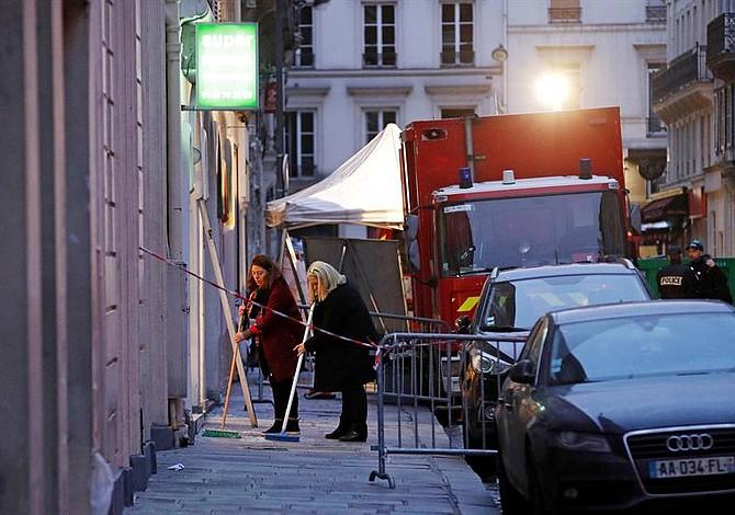 Hallan cadáver de mujer sepultado bajo escombros en París