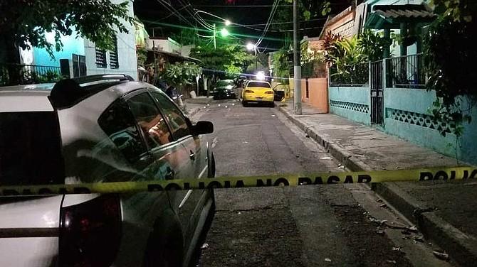 SUCESO. En otro hecho, un hombre no identificado fue asesinado a balazos esta noche en las cercanías del estadio Juan Cariota Barraza de San Miguel.