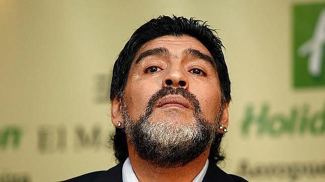 Maradona es dado de alta tras operación por sangrado estomacal y sigue el reposo en su casa