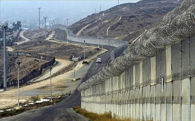 CONSTRUCCIÓN. Brian Kolfage, un veterano de la Fuerza Aérea y orador motivacional, buscó proporcionar 1.000 millones de dólares para financiar el muro fronterizo de Donald Trump, presidente de Estados Unidos, pero no lo logró.
