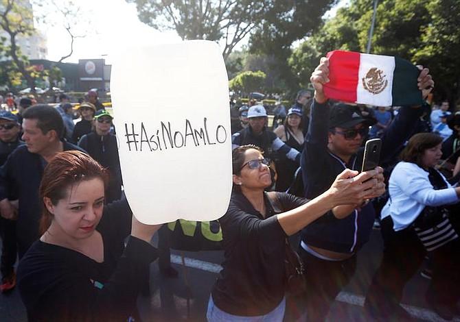 Jefa de Gobierno de México pide a los ciudadanos cargar combustible de manera escalonada