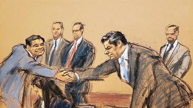 """JUDICIALES. Reproducción fotográfica de un dibujo realizado por la artista Jane Rosenberg en el que aparece el narcotraficante mexicano Joaquín """"El Chapo"""" Guzmán (i) mientras saluda a su abogado Jeffrey lichtman (d), al final del juicio en su contra hoy en el tribunal del Distrito Sur en Brooklyn, Nueva York"""