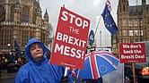 MUNDO. Manifestantes en contra del brexit permanecen ante el Parlamento en Londres, Reino Unido, hoy, 16 de enero de 2019