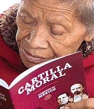 ESTRATEGIA. La 'Cartilla Moral' es un cuadernillo de 28 páginas y 12 capítulos que propone pensamientos para el bienestar del alma.
