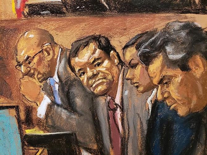 """JUICIO. Reproducción fotográfica de un dibujo realizado por la artista Jane Rosenberg donde aparece el narcotraficante mexicano Joaquín """"El Chapo"""" Guzmán y sus abogados"""