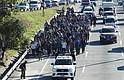 MIGRACIÓN. Un grupo de al menos 100 salvadoreños, entre ellos menores de edad y mujeres, partió el miércoles rumbo a Estados Unidos en caravana, con lo que se suman a los más de 3.000 migrantes que comenzaron desde finales de octubre del año pasado un viaje a la nación dirigida por Donald Trump