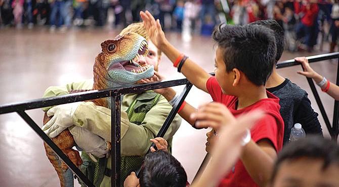 Dinosaurios en el centro de la ciudad.