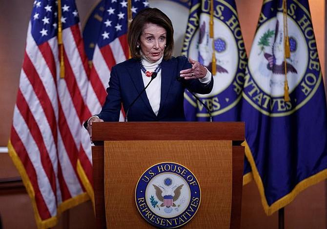 Nancy Pelosi dejará de viajar en vuelos comerciales debido a preocupaciones de seguridad