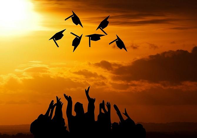 La deuda por préstamos estudiantiles en MA casi se duplicó en una década