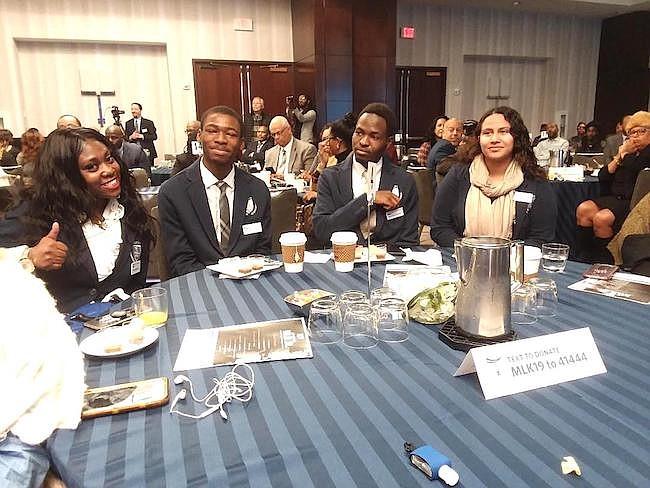 UNIVERSIDAD. Shae'Lynn Ames, David Hounyo, Dieudonne Kazzembe y Keiri Sánchez ganaron becas para continuar con sus estudios universitarios.
