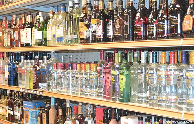 Proponen venta dominical de alcohol