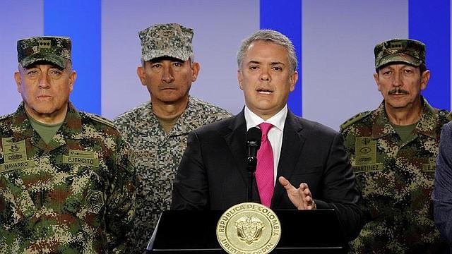 COLOMBIA. Fotografía cedida por la presidencia de Colombia del mandatario, Iván Duque y su cúpula militar, este lunes durante una rueda de prensa en Bogotá