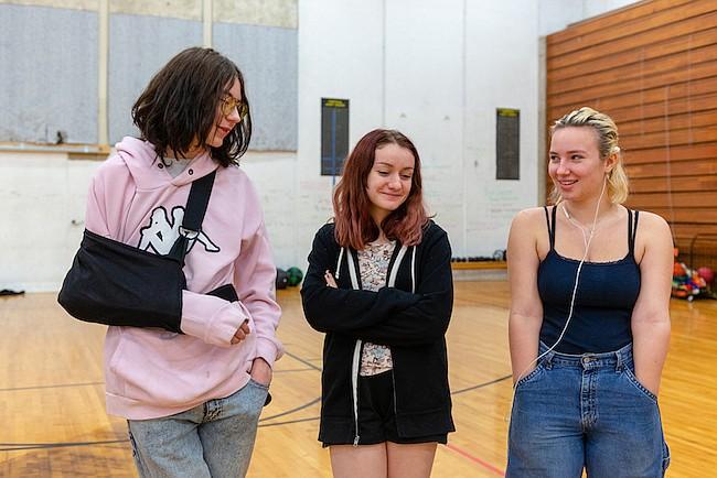 Jóvenes adictos aprenden a estar sobrios en una escuela secundaria especial
