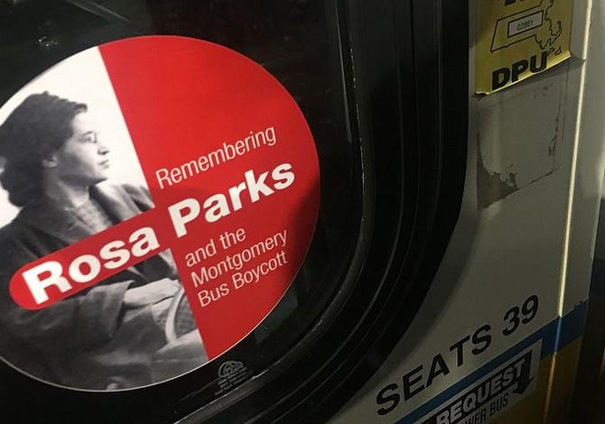 Autobuses del T muestan ahora un sticker con la foto de Rosa Parks