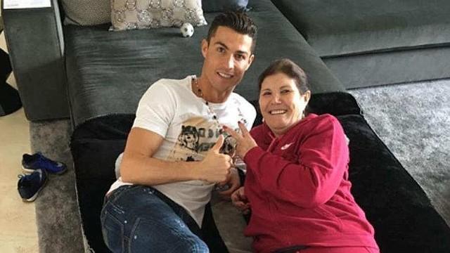 DEPORTE. Cristiano Ronaldo junto con su madre, Dolores Aveiro