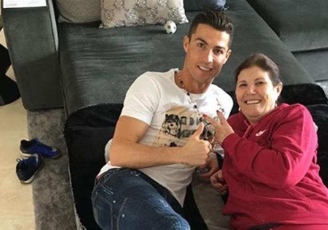 Madre de Cristiano Ronaldo defiende a su hijo tras acusación de violación