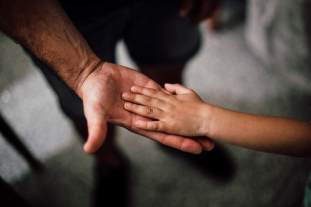 Por miedo a no obtener la residencia, familia renuncia a servicios de autismo para su hija ciudadana