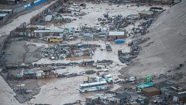 NATURALEZA. Las precipitaciones de la madrugada de este sábado en las regiones chilenas de Arica y Parinacota llevaron a la evacuación preventiva los sectores por la activación de quebradas.