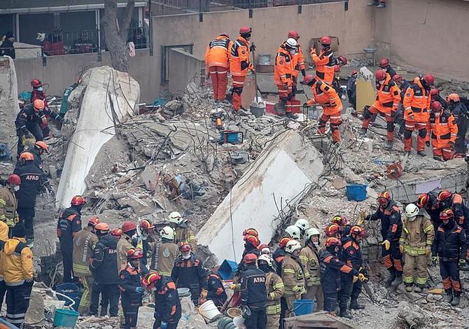 Aumenta el número de víctimas fatales por colapso en edificio de Estambul
