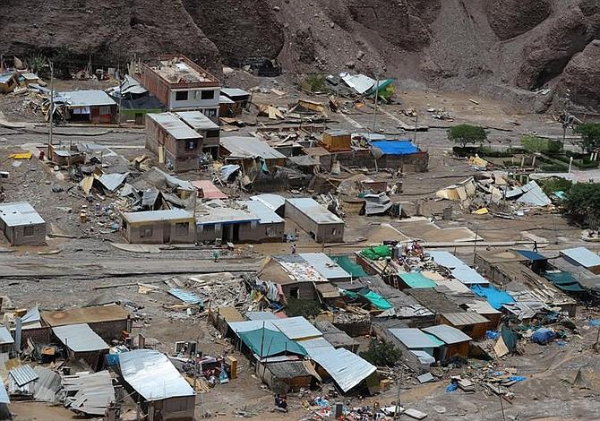 Más de mil 800 damnificados en Perú por lluvias y deslizamientos