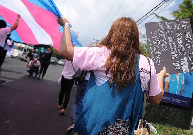 Salvadoreños transgénero piden que el Estado reconozca sus derechos