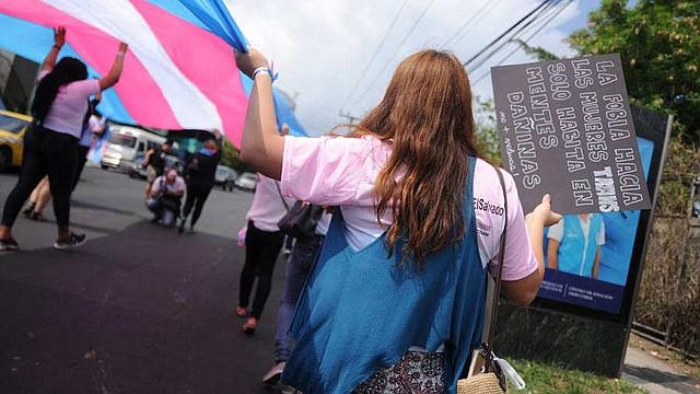 DERECHOS. El movimiento trans y las instituciones de El Salvador hacen una lectura de la OC-24/17 y exigen que se debe de aprobar una Ley de Identidad de Género.