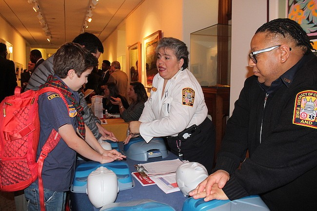 Entrenamiento. Un rápido entrenamiento de primeros auxilios para los niños.