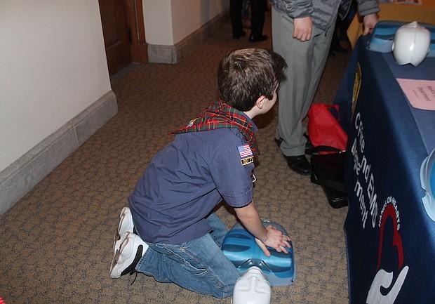 Auxilios. Especialistas ofrecieron recomendaciones a quienes se decidieron por un cursillo de primeros auxilios.