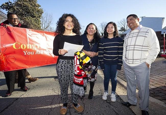 Sorpresa. Rocío junto a su madre Zoila, su hermana Leslie y su padre Marco Mayorga.