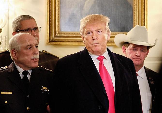 """Trump calificó de """"basura"""" a los alcaldes que no reconozcan el éxito que tendrá su muro fronterizo contra el crimen"""