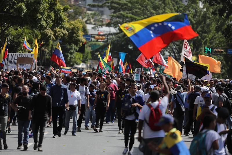 VENEZUELA. La oposición reclama, entre otras cosas, el ingreso de la ayuda humanitaria que ya se acopia en la colombiana ciudad de Cúcuta, y que asegura servirá para paliar la severa crisis que atraviesa el país