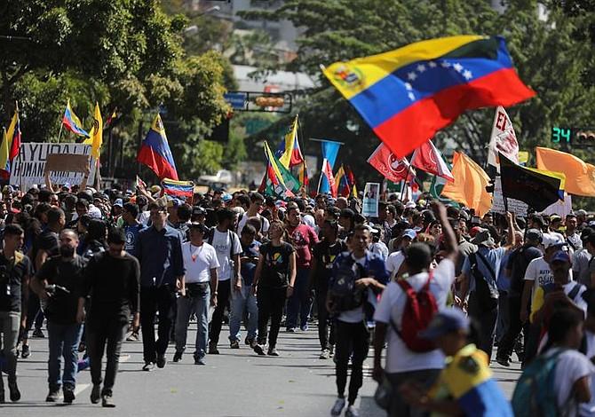 El Presidente encargado de Venezuela aseguró que la ayuda humanitaria entrará al país el #23Feb