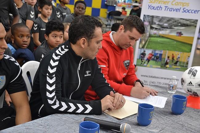 FIRMA. Total Fútbol Club y D.C. United firmaron un acuerdo para trabajar juntos en el desarrollo de niños y jóvenes futbolistas.