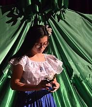 EMOCIONES. Los niños, ciudadanos de EEUU hijos de salvadoreños con TPS, actuaron en la obra y mostraron su tristeza.