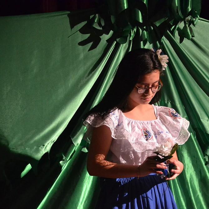 Los niños, ciudadanos de EEUU hijos de salvadoreños con TPS, actuaron en la obra y mostraron su tristeza.