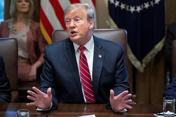 POLÍTICA. El presidente estadounidense, Donald J. Trump en una reunión de su gabinete en la Casa Blanca de Washington D.C