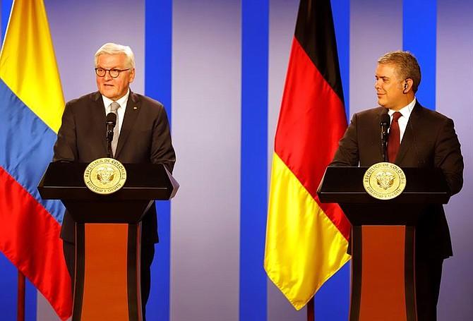 BOGOTÁ. El presidente de Colombia Iván Duque (d) habla durante una rueda de prensa conjunta con su homólogo de Alemania, Frank-Walter Steinmeier (i), el martes 12 de febrero